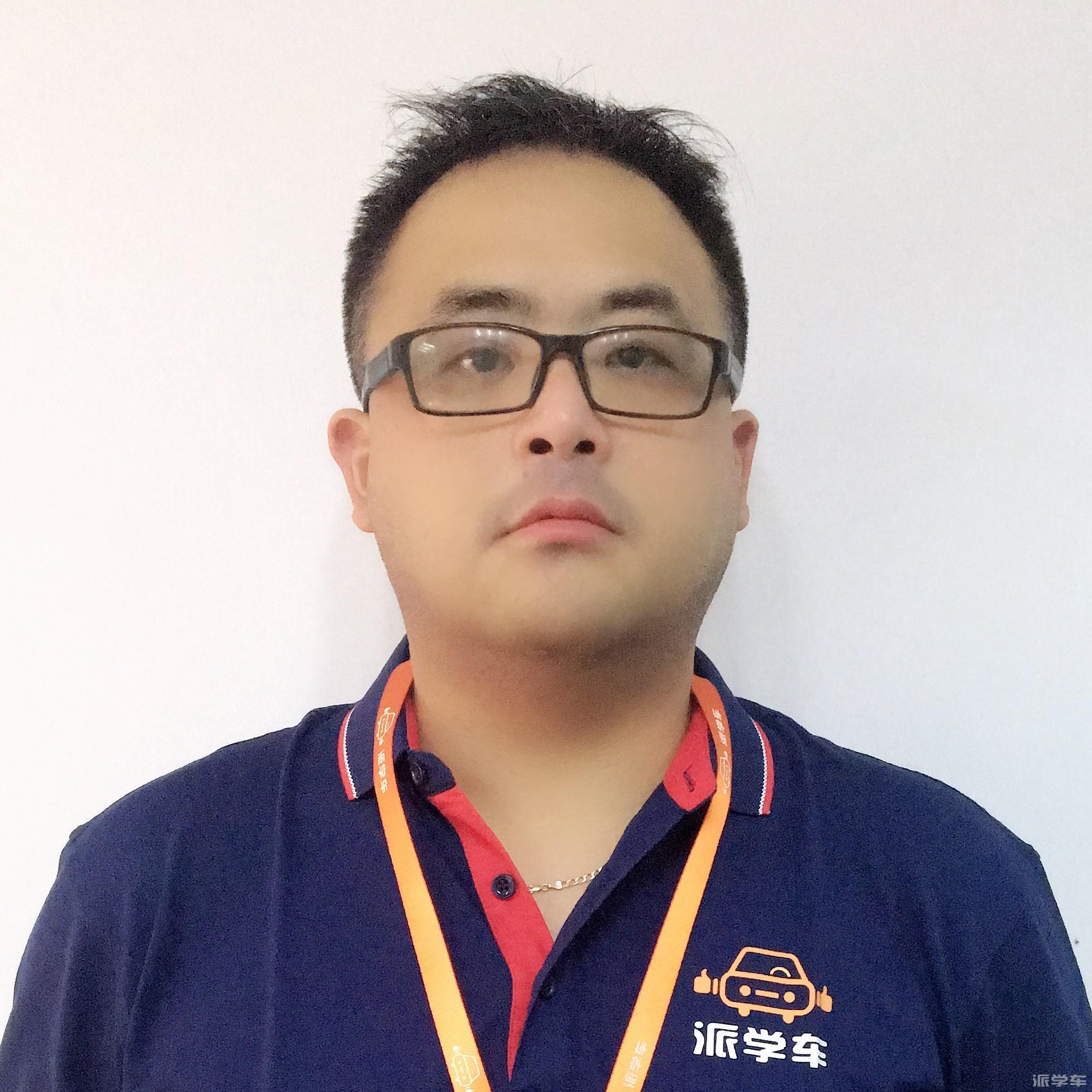 教练朱鸣安(新桑塔纳)