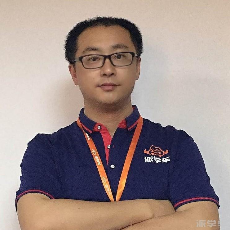 教练王维笑
