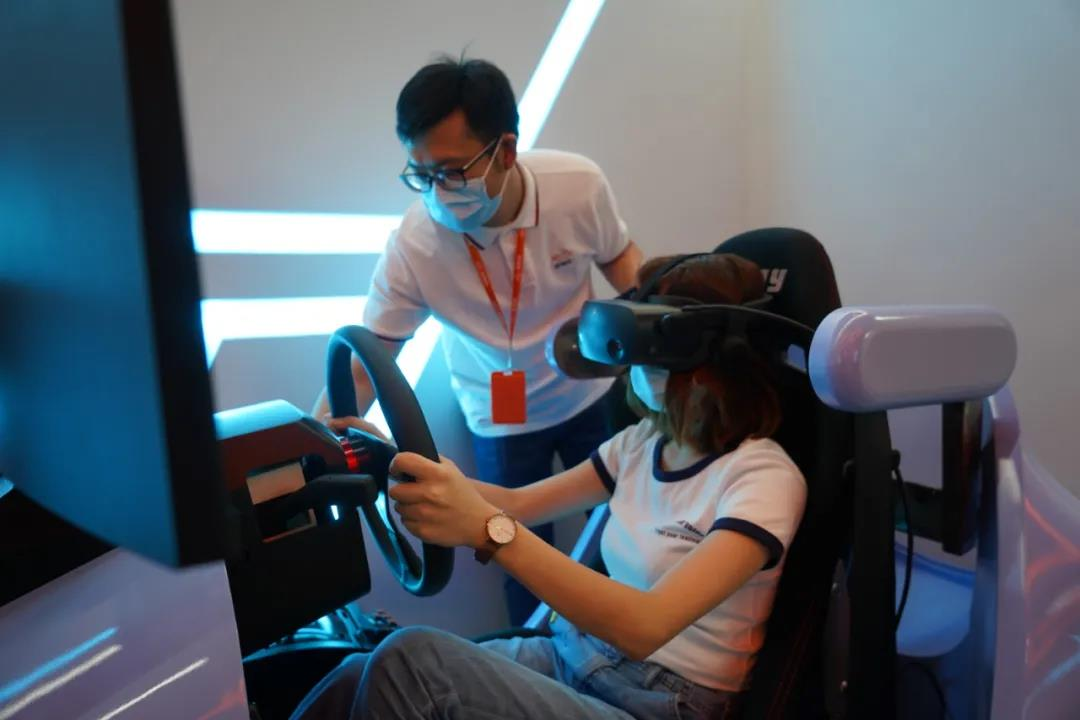 vr学车靠谱吗?上海首个智能驾驶中心开业!